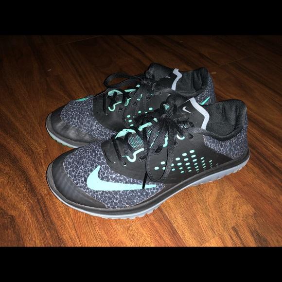 09e23b660f3 Nike FS Lite Run 2 Premium Running Shoes Women 7.5.  M 5bfcb45bc89e1df7b3c7f8ac